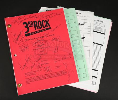 3RD ROCK FROM THE SUN (TV 1996-2001) - Main Cast-Autographed 'The Thing That Wouldn't Die Part 2' Script